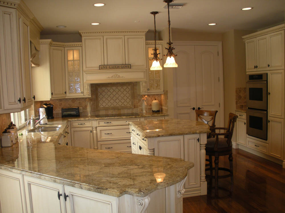Traditional kitchen design bath kitchen creations for Pics of traditional kitchens